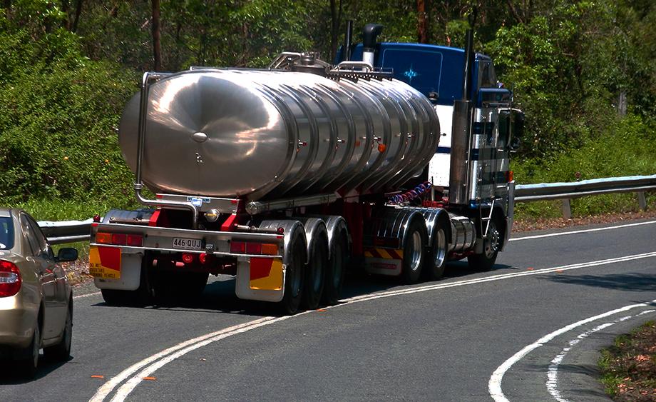 Masina tonaj pe drum cu rovinieta